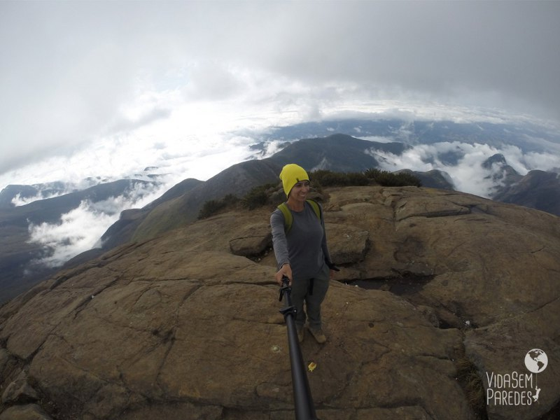 No cume do Pico da Bandeira: visão dos outros picos.