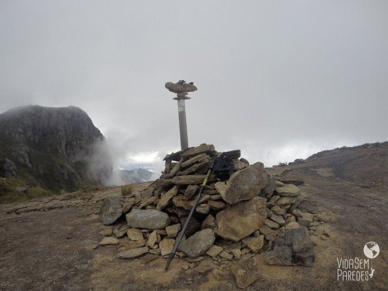 Pico do Calçado Mirim, Pico da Bandeira ao fundo