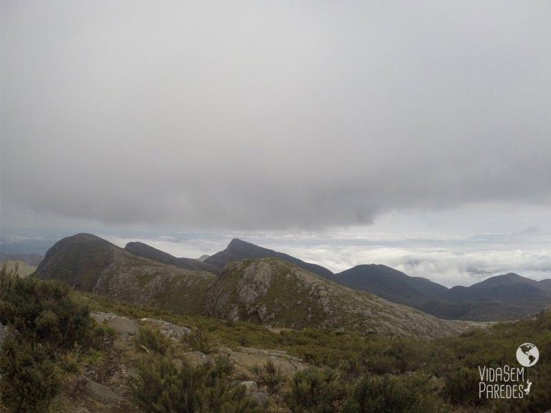 Visão dos outros 4 picos, do alto do Pico da Bandeira