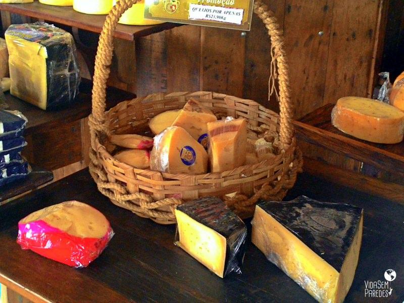 comida mineira: queijos Cruzília