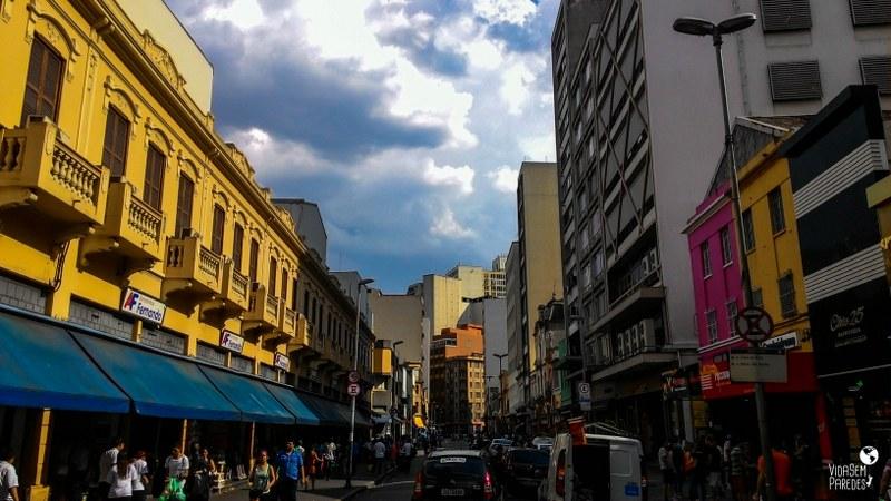 atrações para conhecer a pé no centro de São Paulo: Rua 25 de Março