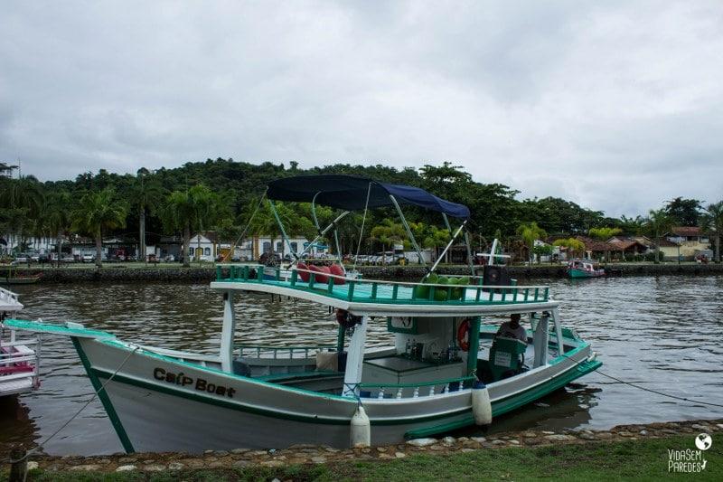 passeios de barco em paraty rj