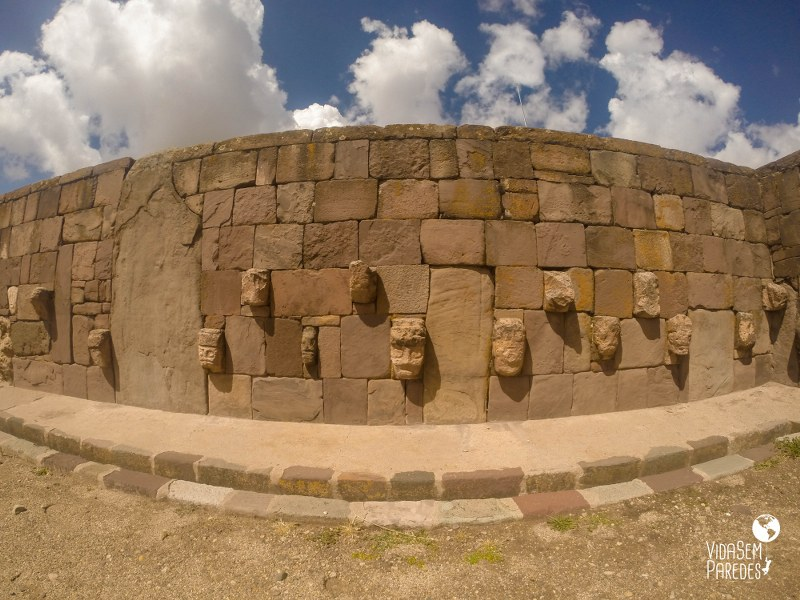 Cabeças do Templo semi-subterrâneo
