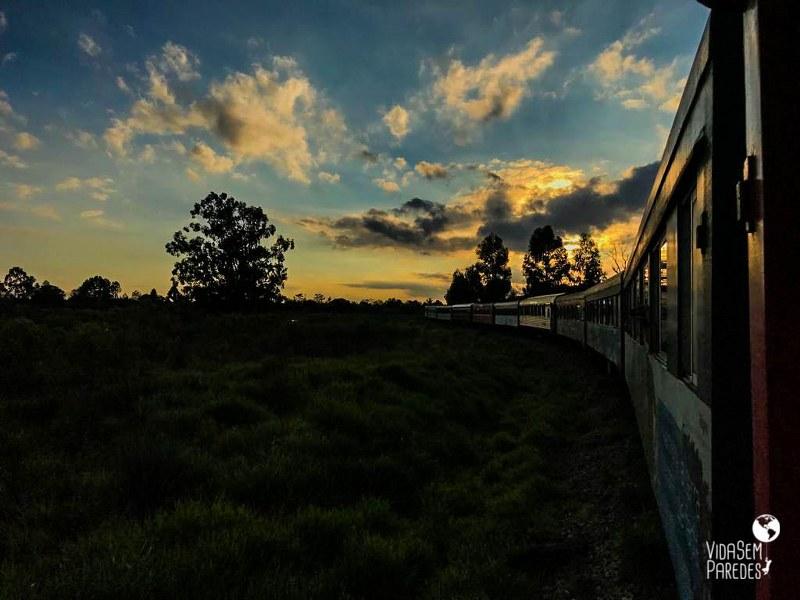 Por do sol trem Morretes