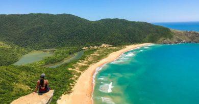 Praia da Lagoinha do Leste SC: como chegar por trilha ou de barco